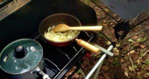 森の中で料理