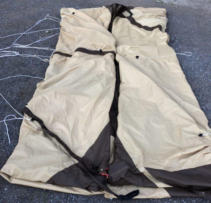 テントの端どんどん折る