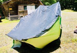 テントを干す。