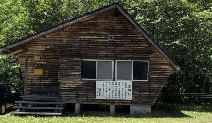川場谷野営場の避難小屋