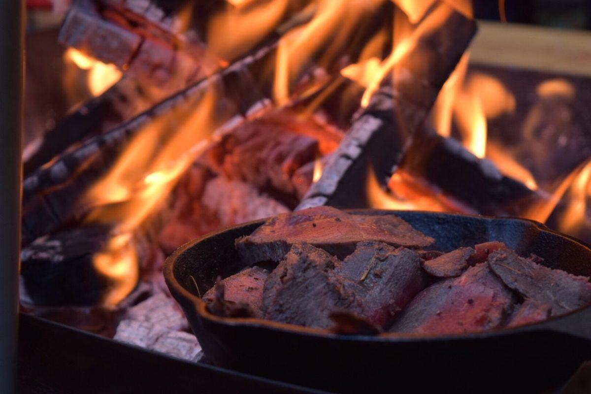 焚き火で焼肉