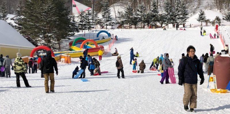 子どもと雪遊び