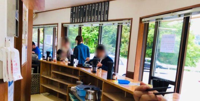 永井食堂のカウンター