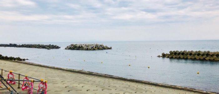 園家山キャンプ場の近くの海