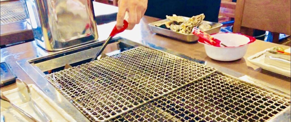 牡蠣ノ星では全テーブルに網が設置される