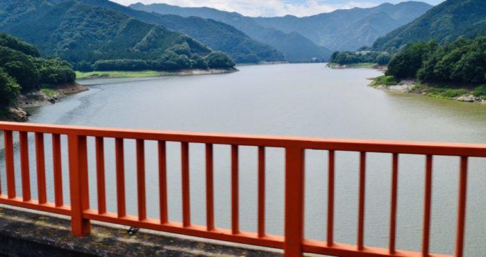 草木湖の橋からの景色