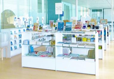横須賀美術館のミュージアムショップ