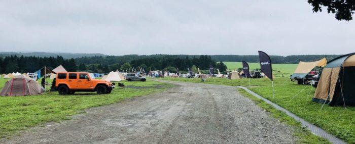 ふもとっぱらキャンプ場の砂利道
