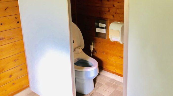 みどりの村キャンプ場の洋式トイレ