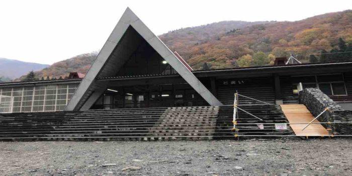 日本一のモグラ駅『土合駅』:土合駅の前