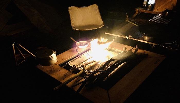 囲炉裏テーブルはキャンプに必要!?