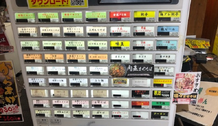 常勝軒のメニュー:券売機